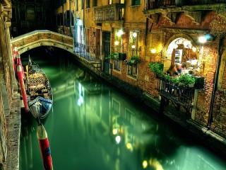 Собирать пазл Венецианское кафе онлайн