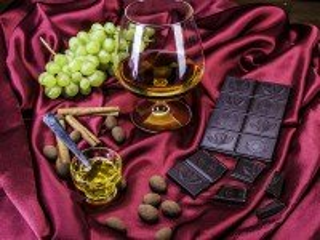 Собирать пазл Коньяк и шоколад онлайн
