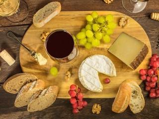 Собирать пазл Вино и сыр онлайн