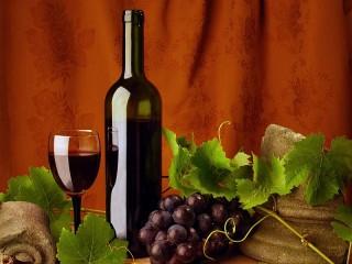 Собирать пазл Вино и виноград онлайн