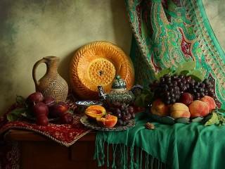 Собирать пазл Виноград и персики онлайн