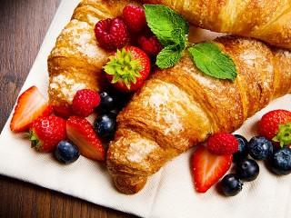Собирать пазл Выпечка и ягоды онлайн