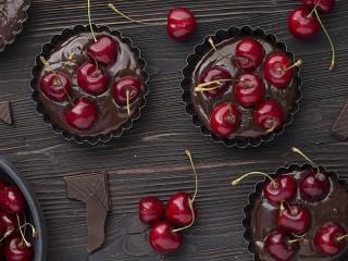 Собирать пазл Вишня в шоколаде онлайн
