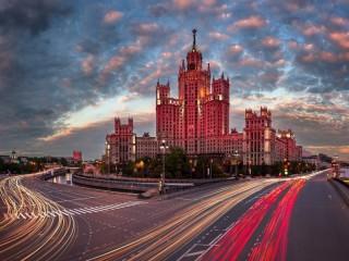 Собирать пазл Высотка в Москве онлайн