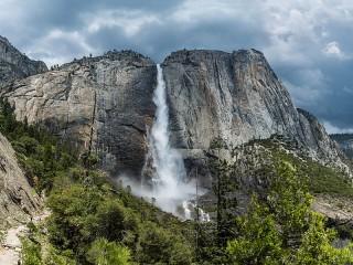 Собирать пазл Водопад Йосемити онлайн