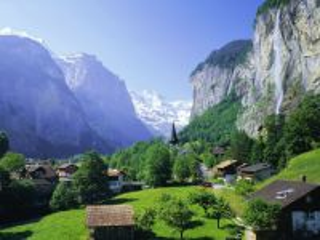 Собирать пазл Водопад горы городок онлайн