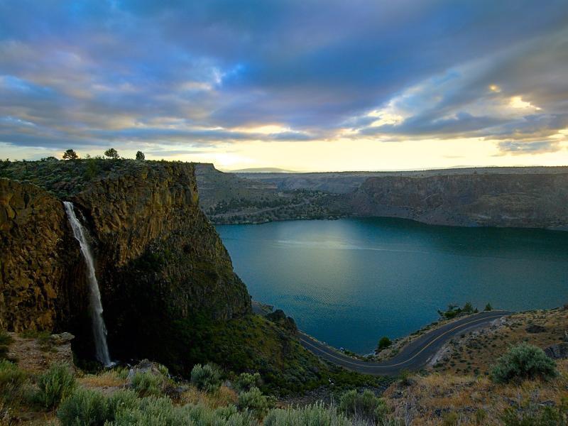 Пазл Собирать пазлы онлайн - Водопад и озеро