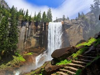 Собирать пазл Водопад и ступени онлайн