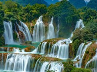 Собирать пазл Водопад на границе онлайн