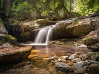 Собирать пазл Водопад на ручье онлайн