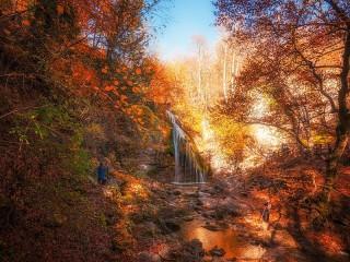 Собирать пазл Водопад утром онлайн