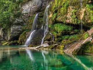 Собирать пазл Водопад в Словении онлайн