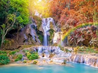 Собирать пазл Водопад в тропиках онлайн