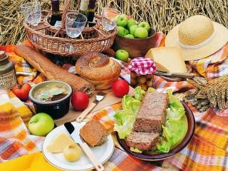 Собирать пазл Все на пикник онлайн