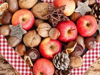 Собирать пазл Яблоки и орехи онлайн
