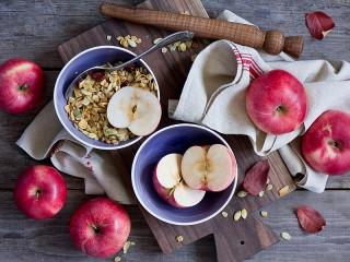 Собирать пазл Яблоки и семечки онлайн