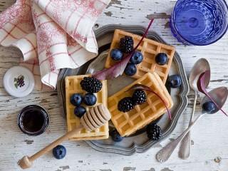 Собирать пазл Ягоды и вафли онлайн