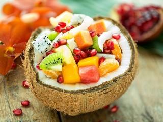 Собирать пазл Ягоды в кокосе онлайн