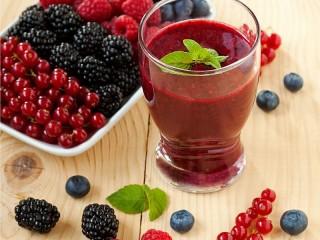 Собирать пазл Ягодный напиток онлайн