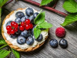 Собирать пазл Ягодный десерт онлайн