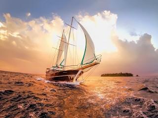 Собирать пазл Яхта на горизонте онлайн