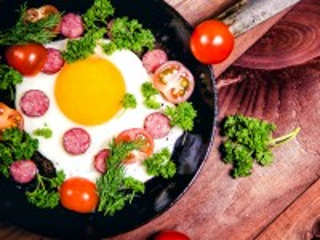 Собирать пазл Яичница на сковороде онлайн