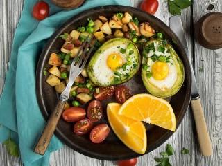 Собирать пазл Яичница в авокадо онлайн