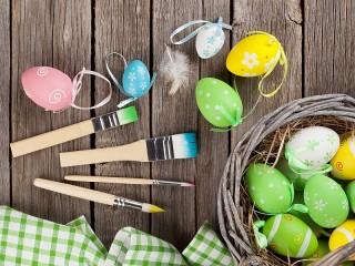 Собирать пазл Яйца и кисти онлайн