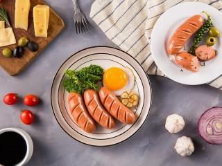 Собирать пазл Яйцо и сосиски онлайн