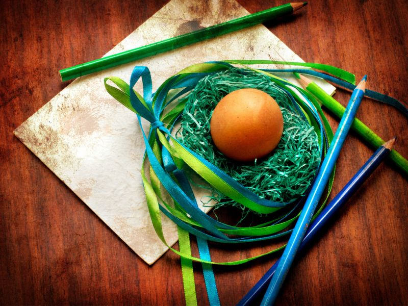 Пазл Собирать пазлы онлайн - Яйцо в гнезде