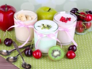 Собирать пазл Йогурты с фруктами онлайн