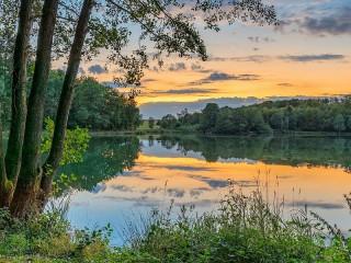 Собирать пазл Закат над озером онлайн