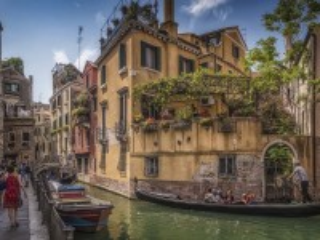 Собирать пазл Закоулки Венеции онлайн