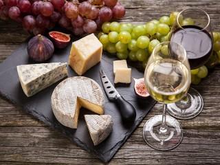 Собирать пазл Закуски и вино онлайн