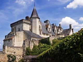 Собирать пазл Замок  Монсоро онлайн