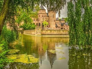 Собирать пазл Замок Де Хаар онлайн