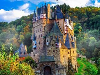 Собирать пазл Замок Эльц онлайн