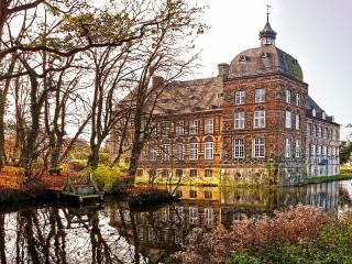 Собирать пазл Замок Ховестадт онлайн