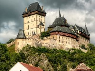Собирать пазл Замок Карлштейн онлайн