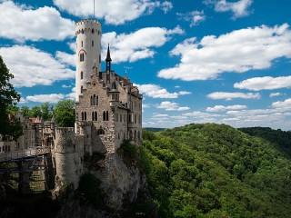 Собирать пазл Замок Лихтенштайн онлайн