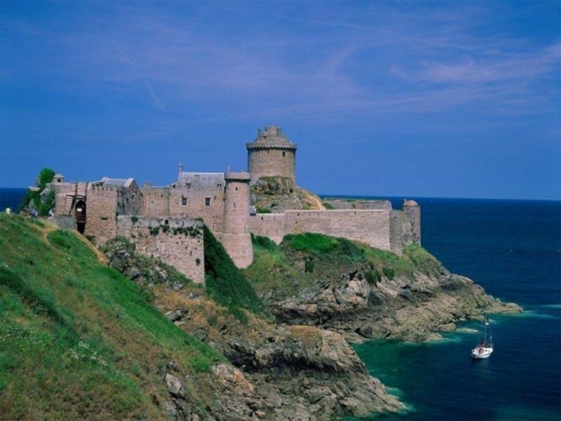 Пазл Собирать пазлы онлайн - Замок на берегу