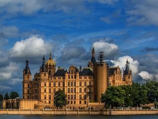 Собирать пазл Замок на острове онлайн
