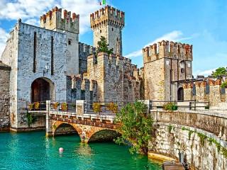 Собирать пазл Замок Скалигеров онлайн