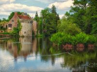 Собирать пазл Замок у пруда онлайн