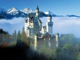 Собирать пазл Замок в горах онлайн