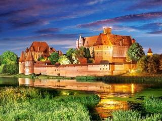 Собирать пазл Замок в Польше онлайн