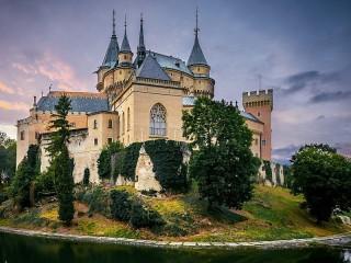 Собирать пазл Замок в Словакии онлайн