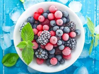 Собирать пазл Замороженные ягоды онлайн