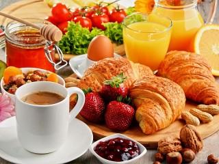 Собирать пазл Завтрак-ассорти онлайн