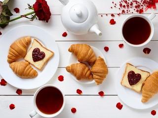 Собирать пазл Завтрак для двоих онлайн